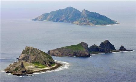日本冲绳县石垣市两名议员登陆钓鱼岛