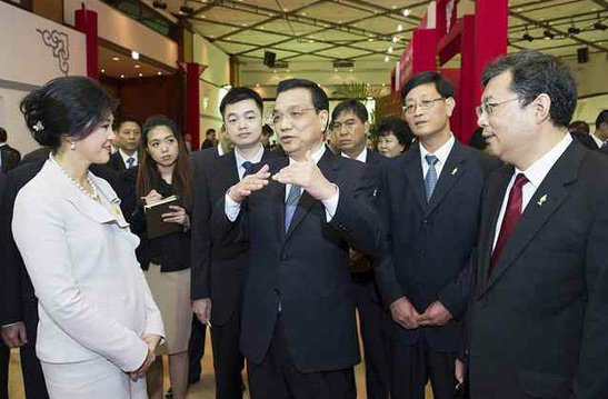 李克强在泰国亲自推销中国高铁技术