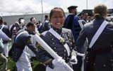 华裔姑娘获西点军校毕业证