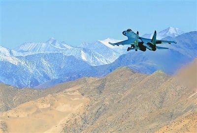 中国空军数架新型战机节后飞赴雪域高原(图)