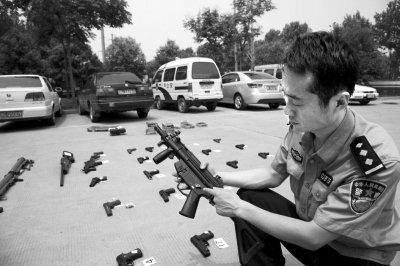 缴获的各类仿真枪