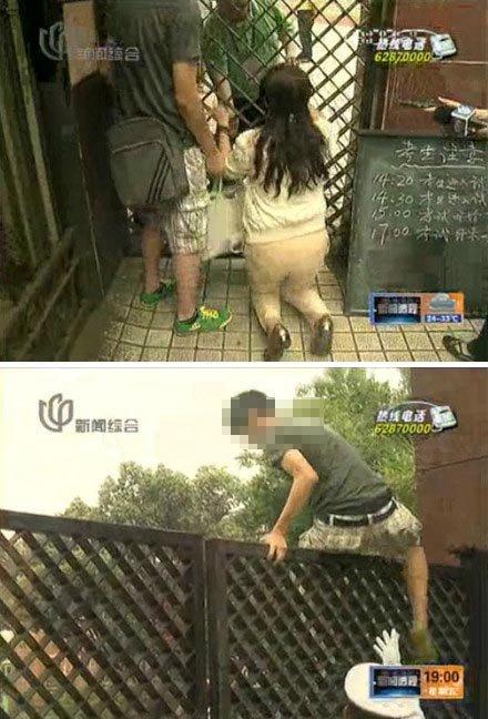 图为电视画面显示,母亲跪地求情,考生欲翻墙进入考场被制止。