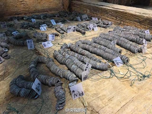 中国出土2000年前西汉列侯墓 发现10余吨铜钱