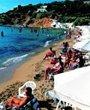 在海边度假的希腊人