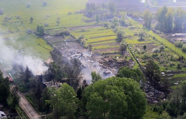 俄罗斯一座军火库被山火引燃爆炸 致10人死亡