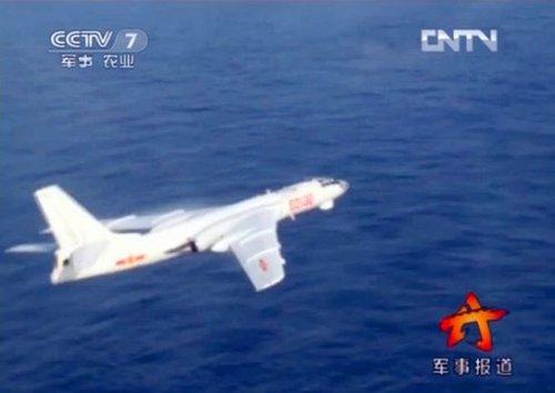 菲军方:不明型号中国军机飞临黄岩岛上空