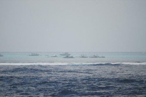 中国外交部敦促菲律宾船只尽快撤出黄岩岛海域
