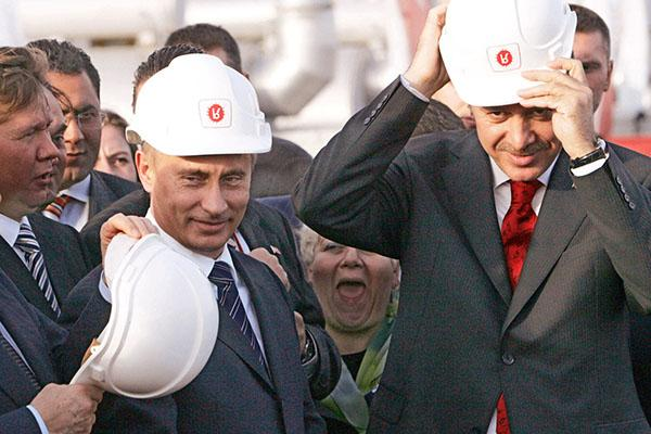 埃尔多安访俄这盘棋:向美欧示威谋战略突围,并重塑个人形象