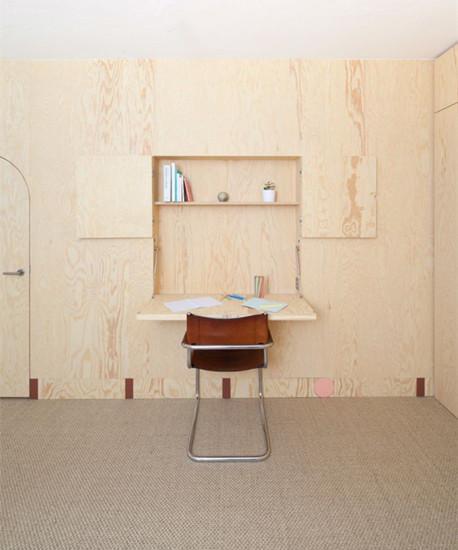 木板墙里竟可以吞下门和家具