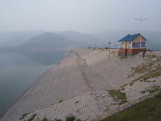 济南卧虎山水库现恶臭村民起疱疹 环保局介入