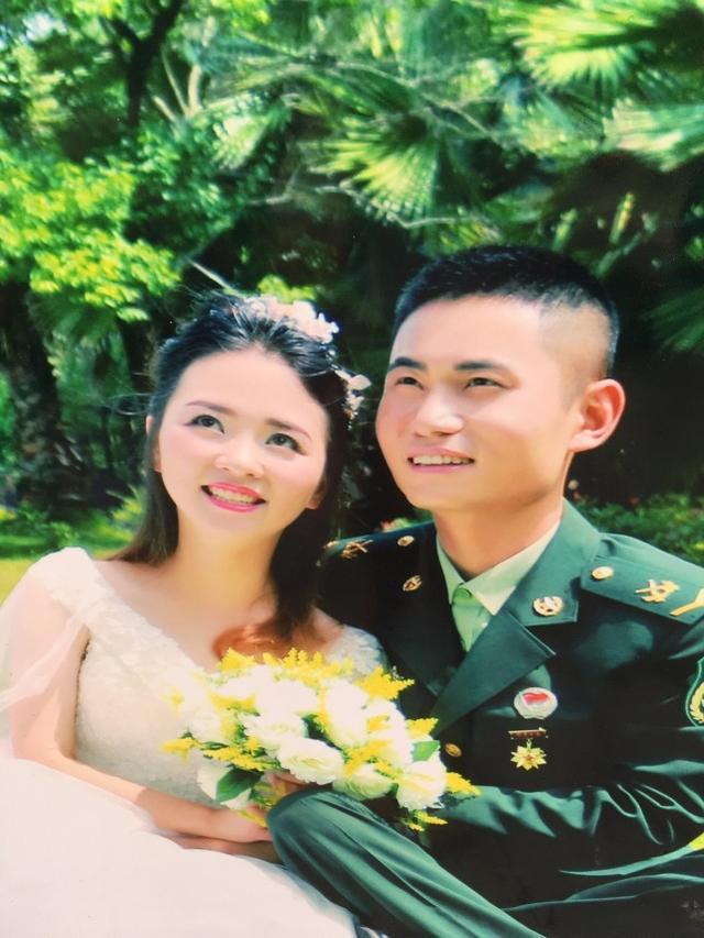 重庆一妹子刚与漂亮嫂子拜堂 看哭所有中国军人