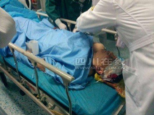 武警战士地震救援中被飞石砸中脑部致昏迷