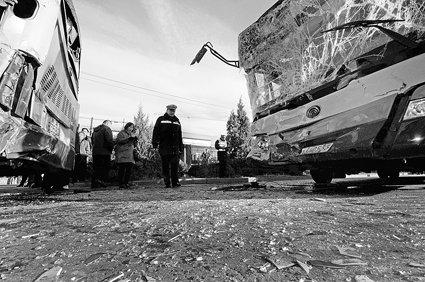 北京两公交车追尾 50名乘客受伤被送医院(图)