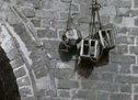 城门上悬挂示众的革命者头颅