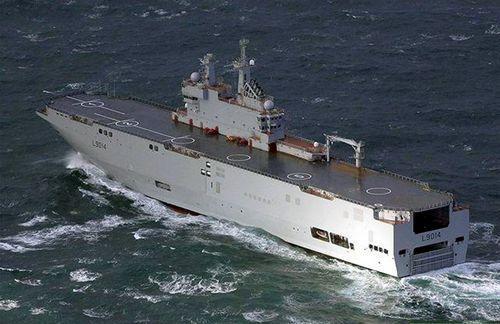 法国为俄罗斯建造的第二艘两栖攻击舰下水