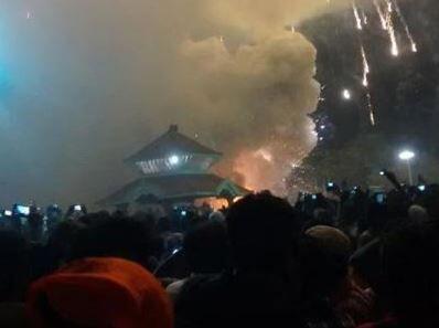 印度喀拉拉邦一寺庙大火造成62人死亡 至少200人受伤