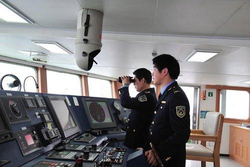 """今年3月,""""海监50""""船和""""海监66""""船进入钓鱼岛海域进行例行巡航。(资料图)"""