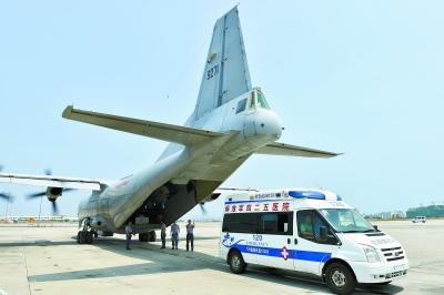 中国军机首次公开降落永暑礁 海军高层发布命令