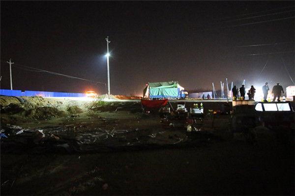 河南气蹦床被刮飞多个孩子摔下 致1死20余伤