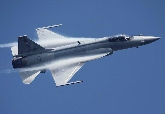 枭龙是中国为国际客户量身定做的战机,为中国军工换来颇丰的利润,但国内并未装备。
