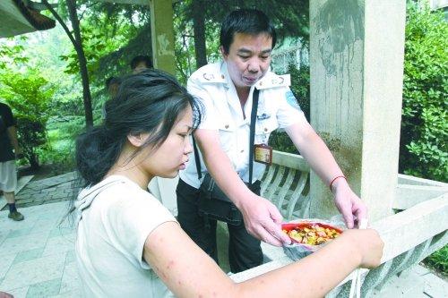 郑州街头流浪女系海归 曾在北京媒体工作