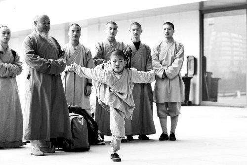 少林武僧在俄表演受捧 习近平普京竖大拇指称赞