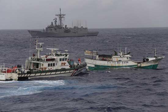 台军赴菲律宾周边海域演练护渔:应对海上劫持