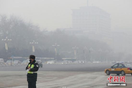 """北京市副市长谈""""治霾"""":将继续实施机动车总量控制"""