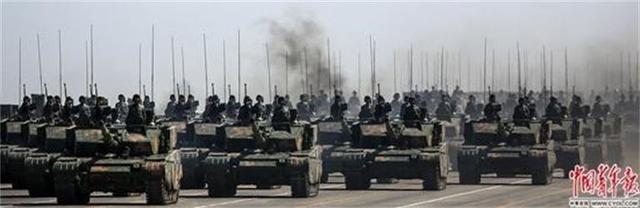 军事枪械--英雄部队4任连长一同参阅 连队曾3次接受检阅