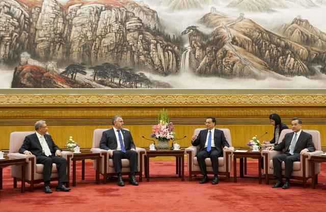 李克强会见参加APEC财长会的各经济体代表团团长