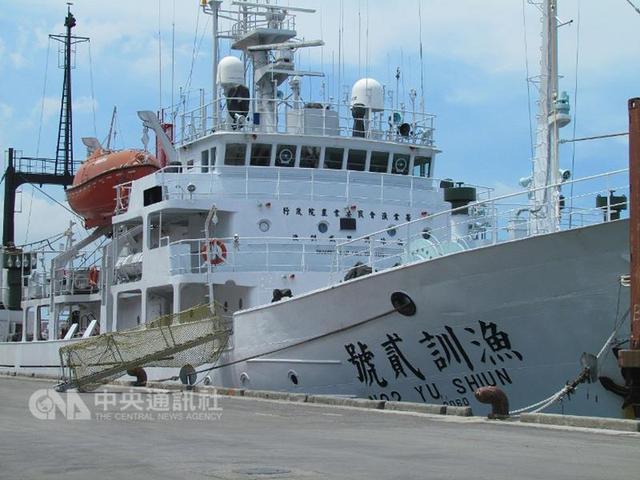 台湾巡护船赴冲之鸟礁护渔 渔民:就是要硬起来