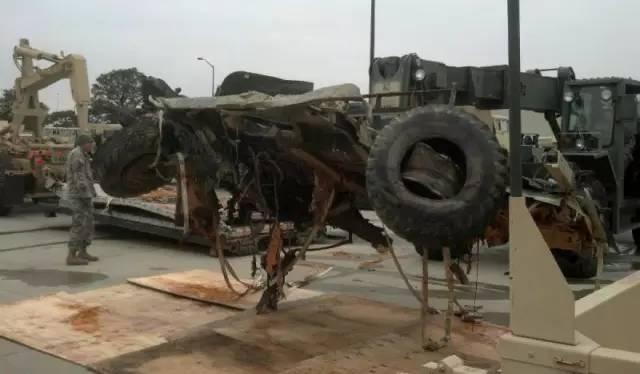 空投失败:美军173空降旅连摔3车 悍马变铁皮