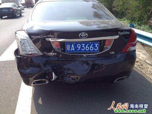 海南:货车高速路上抛锚未设警示标致4车追尾