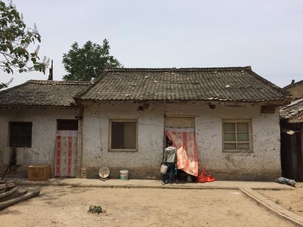 甘肃乡村教师被骗光购房款后自杀 生前极节俭