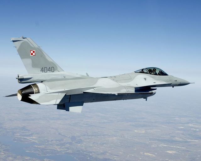 波兰急增军费开支以应对周边紧张局势 新