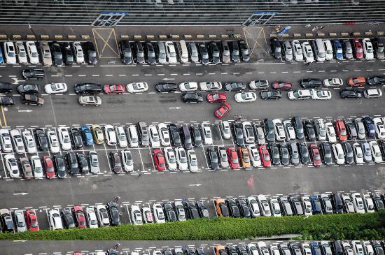 深圳一小区规定业主不停车便给补贴 缓解停车难