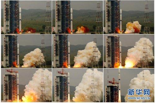 这是8月16日拍摄的卫星发射升空(左上至右下)的拼版照片。新华社记者 殷博古 摄