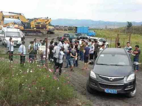 陕西19名法官警察山西执法遭围攻 警车被扣(图)