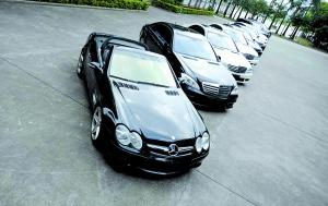 缴获的11辆作案豪车。