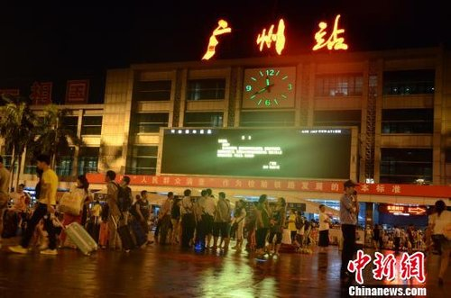 京广线广东境内因暴雨中断 广州站所有列车停运