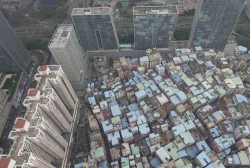"""深圳岗厦村的""""暴富史"""":一夜诞生10个亿万富豪"""
