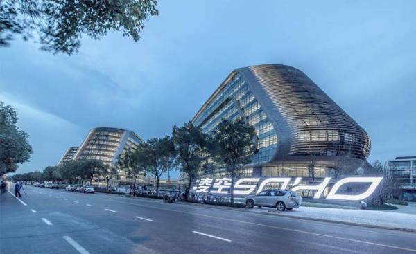 世界知名建筑设计师扎哈-哈迪德去世 享年65岁