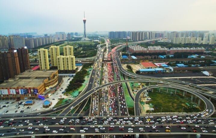 郑州花6.5亿建立交桥 一通车就堵死了 (高清组图)