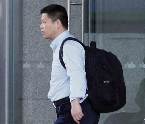 新加坡装甲车被扣事件:船长潘学军现身法庭应讯