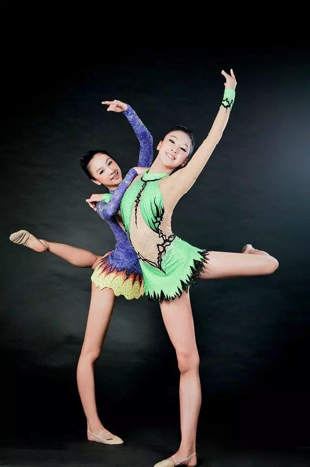 浙大学霸双胞胎走红 高颜值还有大长腿 - 海阔山遥 - .