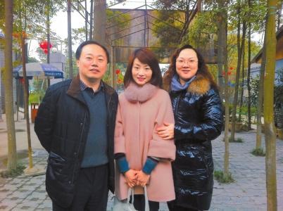 余旭父母赶到天津:执意睡在女儿床上 一夜未眠
