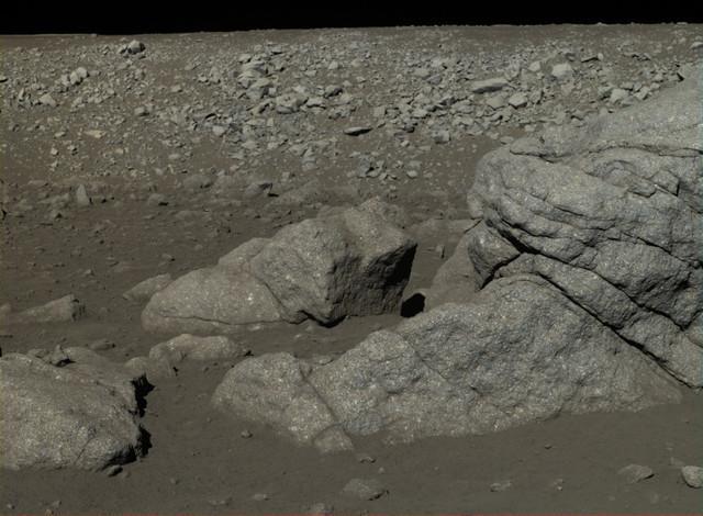 中国罕见公布探月照片引惊叹 外媒称迄今最好