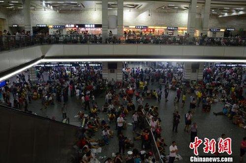 京广线广东境内因暴雨中断广州站所有列车停运