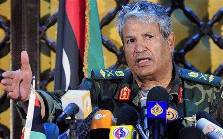"""分析称卡扎菲""""死扛""""或将拖垮北约及反对派"""