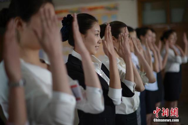"""组图:山西太原数千名""""90后""""女孩竞聘空姐"""